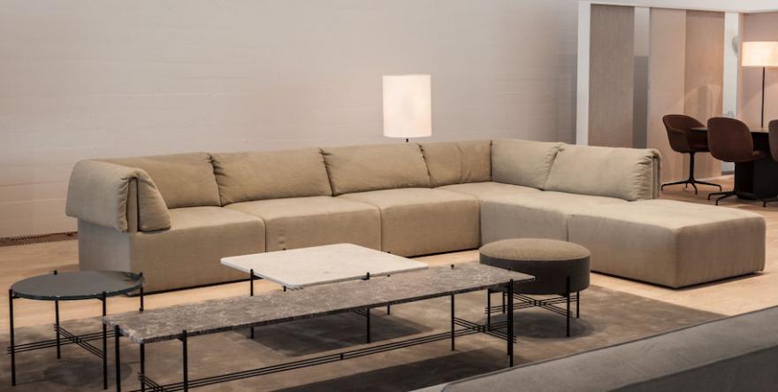 Nog een andere opstelling van de Wonder sofa: nieuw in de Gubi collectie