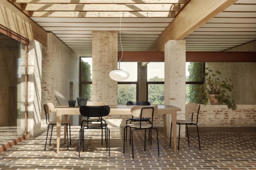 Eetkamer setting in bedrijf met Gubi meubelen