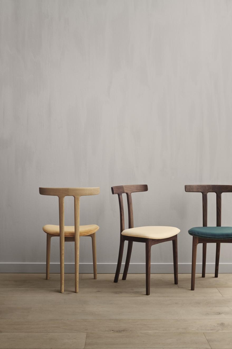 T Chair in eik of notelaar en stof of leder naar wens