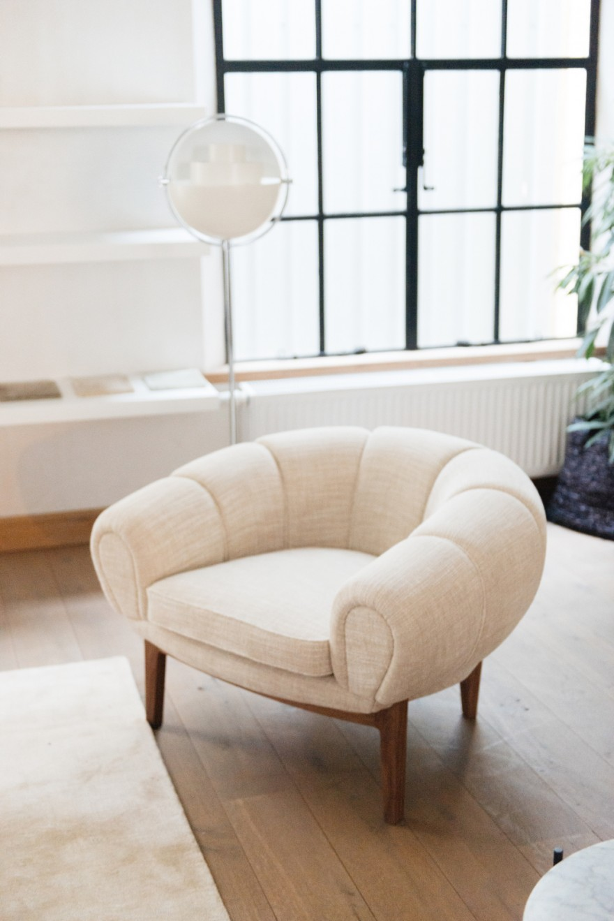 Illum Wikelso design: Croissant lounge chair