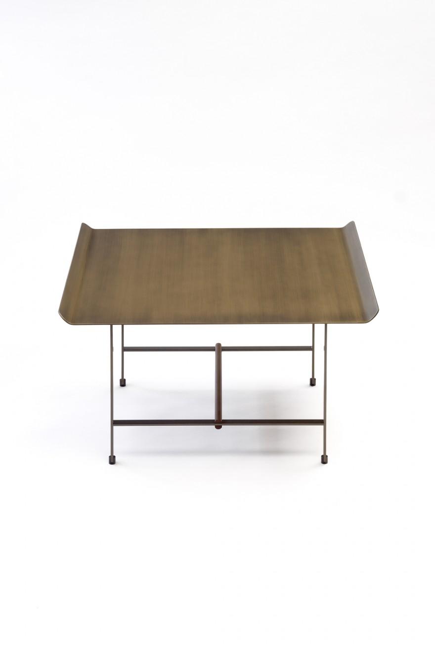 Vierkante (65 x 65 x 40 cm) Sisters bijzettafel met bronskleurig gepatineerd metalen top.
