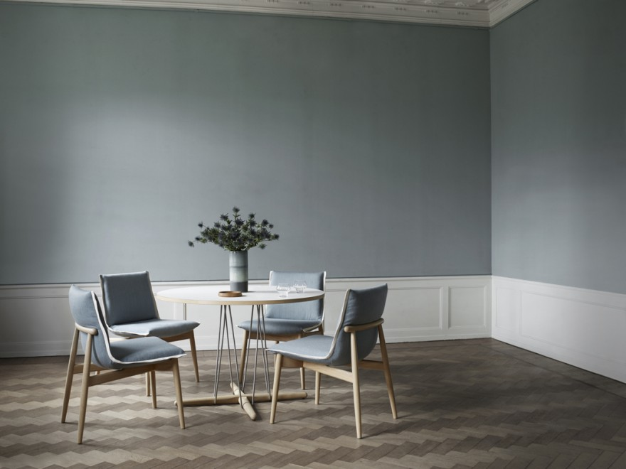 Nieuw: Embrace stoel en -tafel, EOOS design, 2019