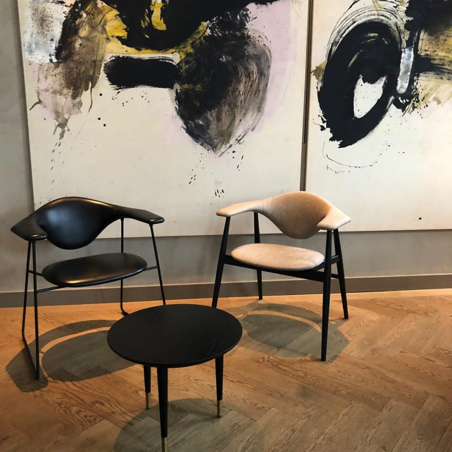 Masculo lounge met slede- en houten onderstel: gezellig loungen in Pillows Brussel