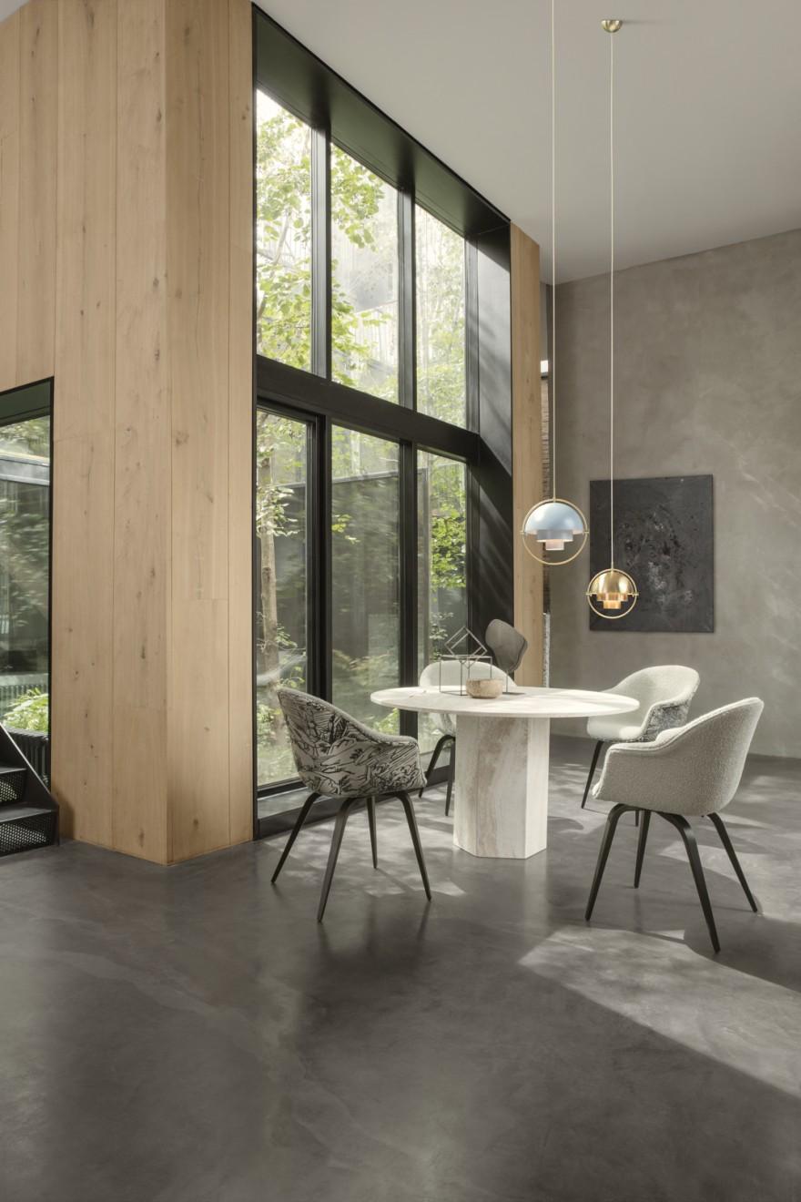 Epic Dining table diameter ø130 cm, design GamFratesi - BAT dining chairs