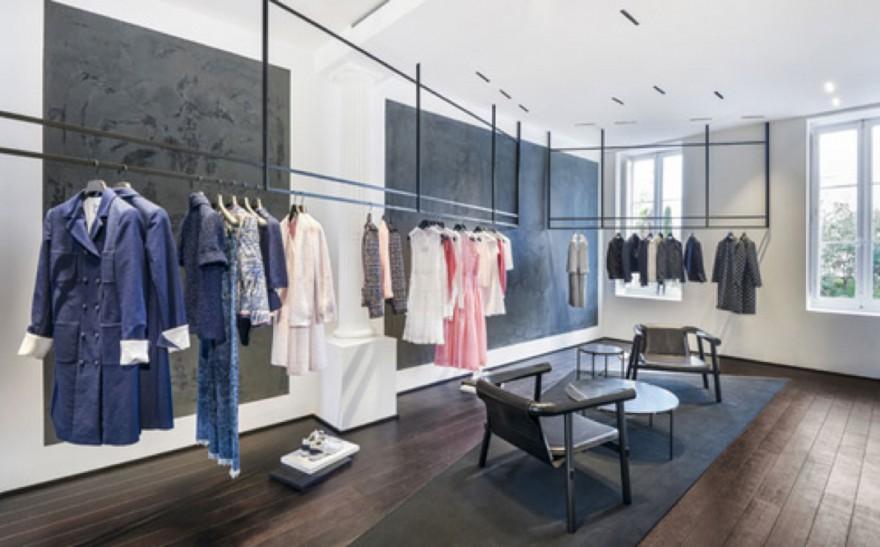 Altay in Chanel boetiek Paris