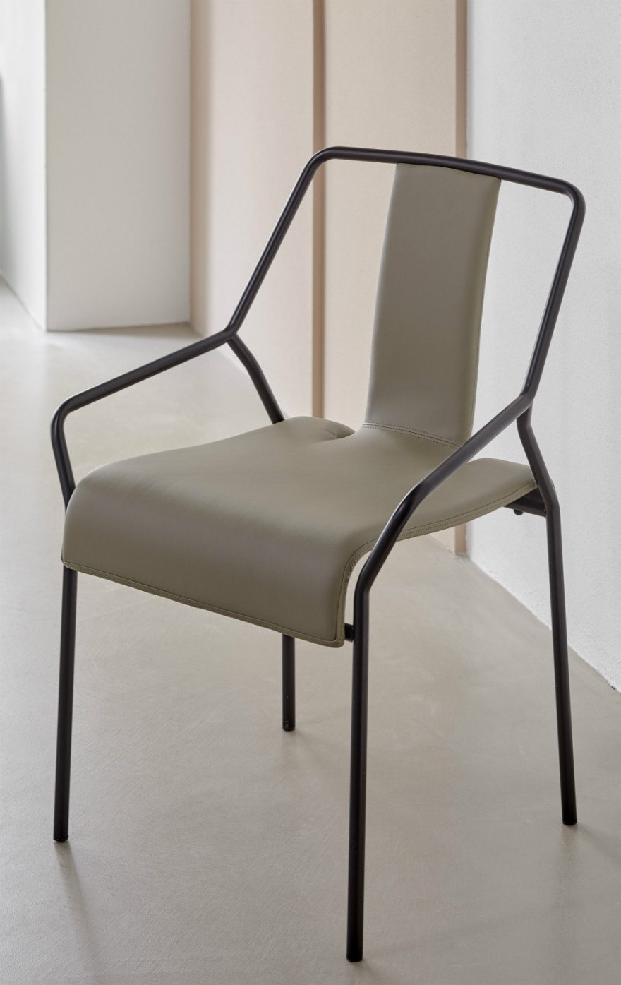 DAO chair Victors Design Agency