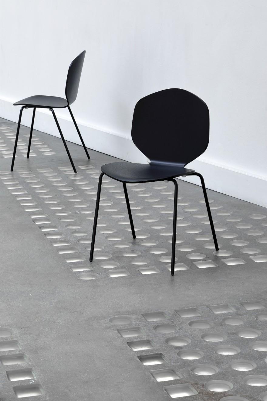 Loulou chair zwart Victors Design Agency