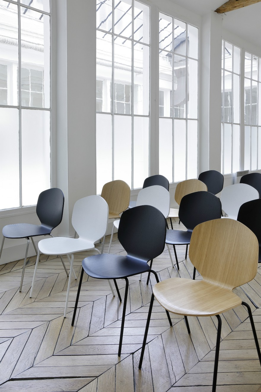Loulou chair: stapelbaar - ook met chrome onderstel verkrijgbaar Victors Design Agency