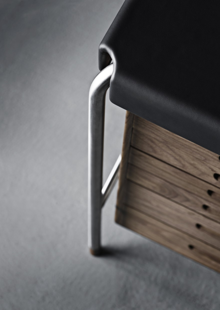 Detail writing desk - Arne Jacobsen - Carl Hansen & Son  Victors Design Agency